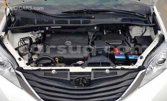 Acheter Importé Voiture Toyota Sienna Blanc à Import - Dubai, Barh el Gazel