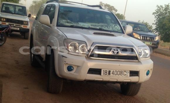 Acheter Occasion Voiture Toyota 4Runner Blanc à N'Djamena au Tchad