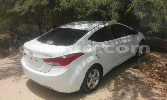 Acheter Occasion Voiture Hyundai Elantra Noir à N'Djamena au Tchad
