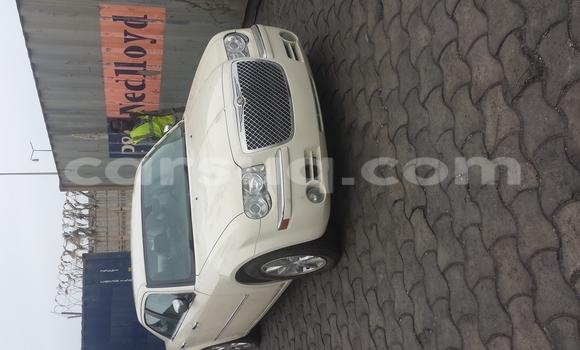 Sayi Sabo Chrysler 300 Beige Mota in N'Djamena a Tchad