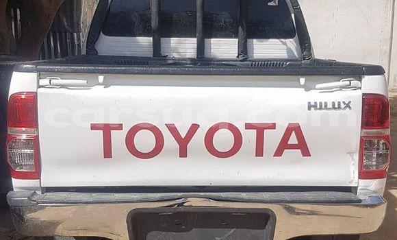 Acheter Occasion Voiture Toyota Hilux Blanc à N'Djamena au Tchad