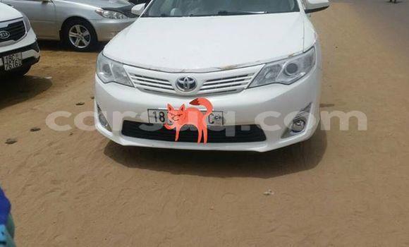 Sayi Na hannu Toyota Camry White Mota in N'Djamena a Chadi
