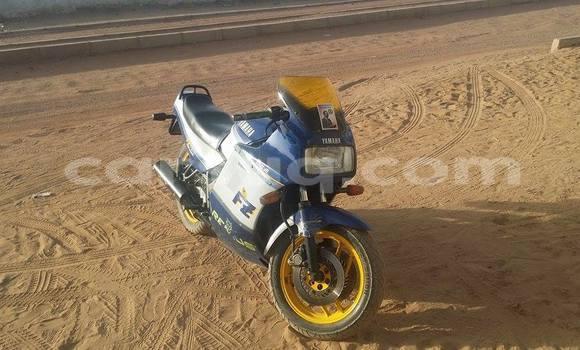 Acheter Occasion Moto Yamaha FZ750 Bleu à N'Djamena au Tchad